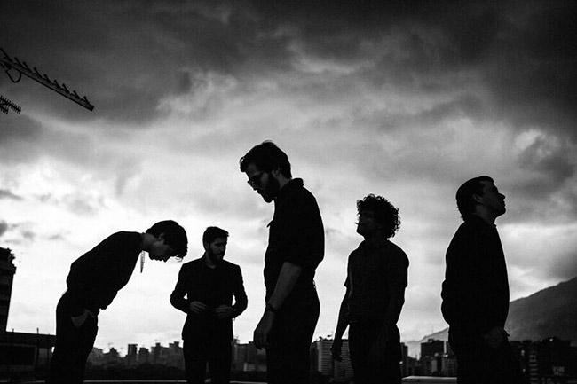 Los Mesoneros estrenan video de 'Caiga La Noche'