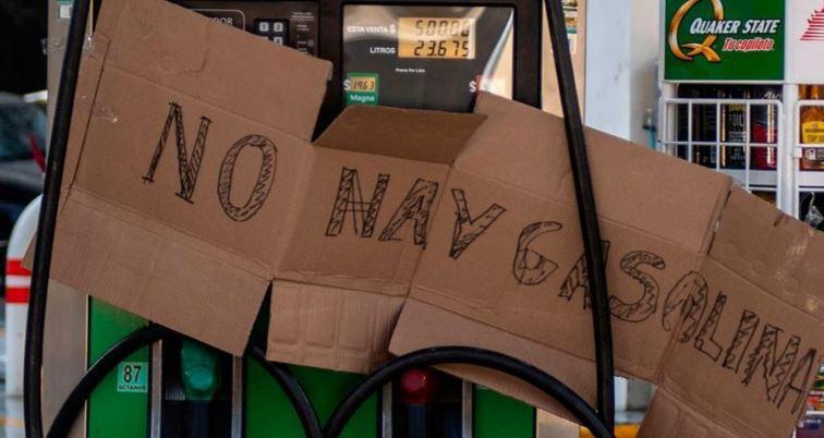 10 Canciones que puedes poner mientras esperas para cargar gasolina