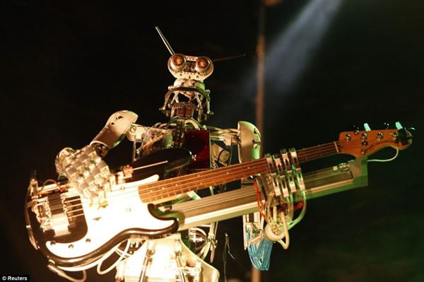 COMPRESSORHEAD: UNA METALERA BANDA  DE ROBOTS