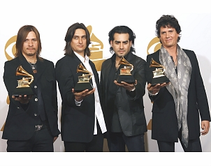 Dedica Jaguares su Grammy a los 45 millones de pobres en México