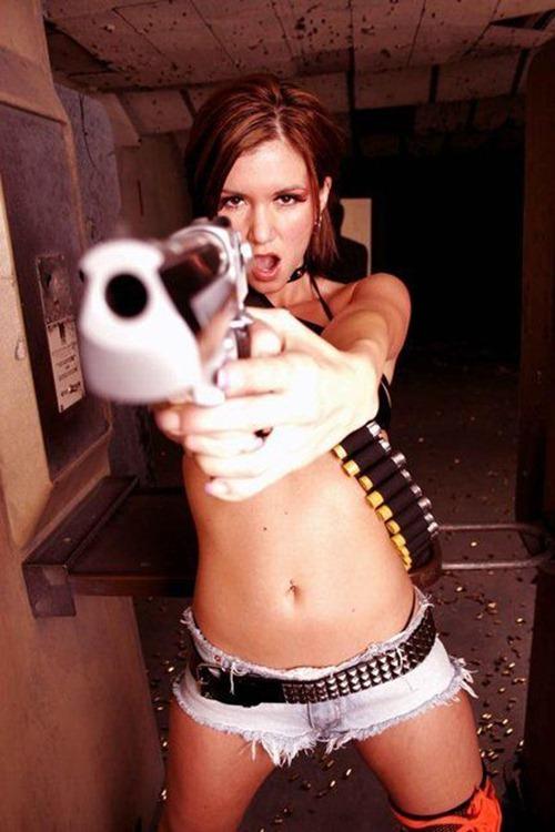 chica sexy con pistola, quieto o dispara!