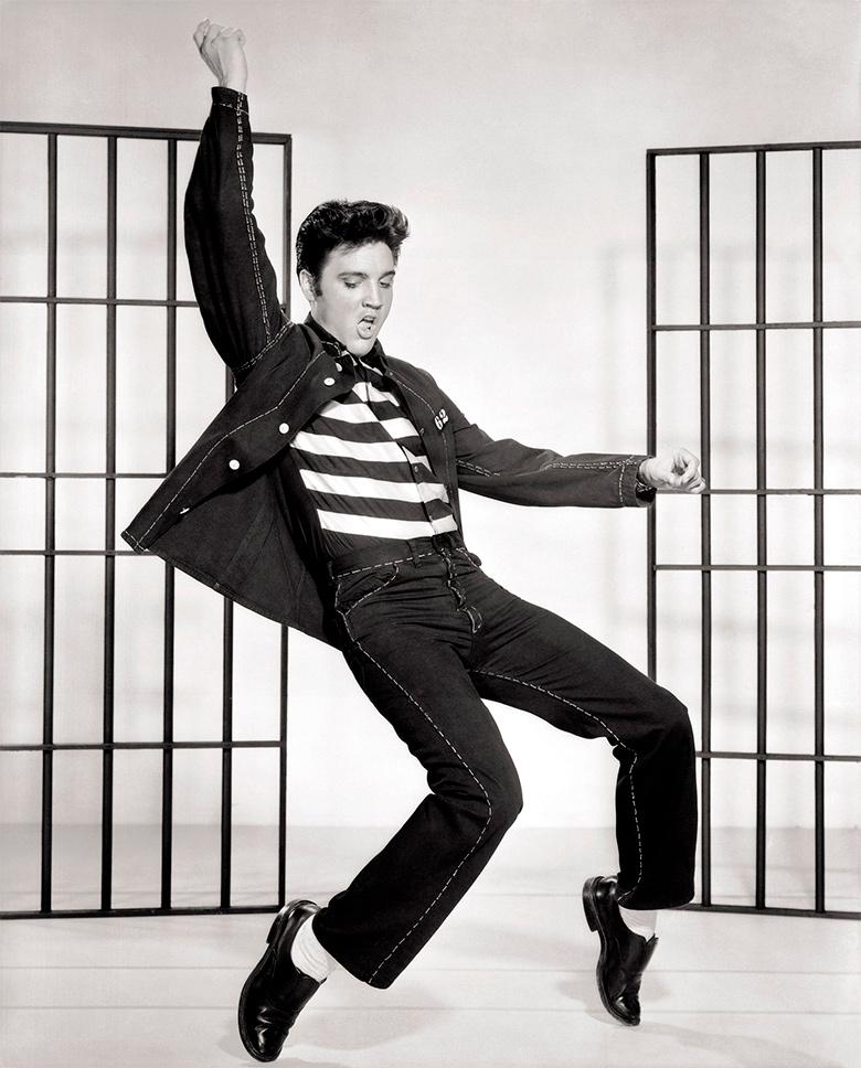 Elvis Presley, en una de sus famosas poses. Autor: Metro-Goldwyn-Mayer, Inc.
