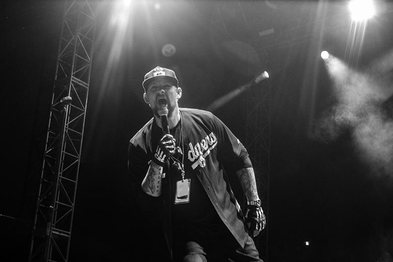 Papa Roach y Good CharlotteReseña - el happy punk se hizo chavorruco, Papa Roach, Good Charlotte, godínez, chavorrucos, Arena Ciudad de México, Glorieta de Insurgentes, concierto, happy punk, Matherya, Lack of Remorse, QBO, lluvia,
