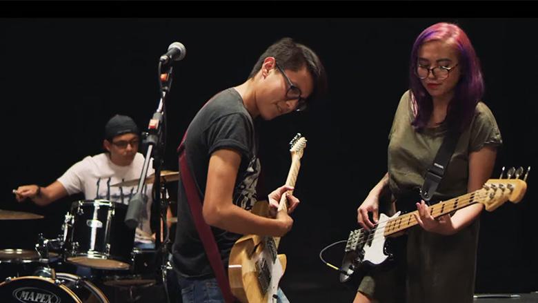 Los estrenos y una entrevista exclusiva - una guitarra te cambia la vida