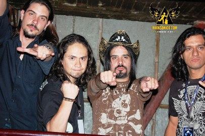 AGORAInvitado especial en los conciertos  de Mötley Crüe
