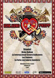 EL PASAGÜERO Se viste gitano para el Balkan Fest.
