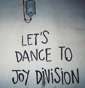 Let's dance to Joy Division.Un homenaje a esta banda legendaria,