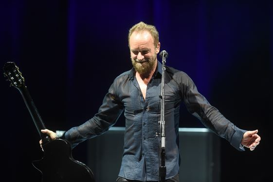 STINGHace cantar a miles en la Arena Teques - Reseña, STING gran presentación en la Arena Teques, Sting presentandosé en Morelos, El artista británico Sting dedica canción a los desaparecidos en México
