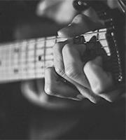 ahora veremos como complementar las estructuras de blues  usando unas variaciones rítmicas o Riffs.